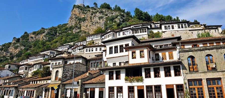 Ottoman-houses_berati_Albania-905×395